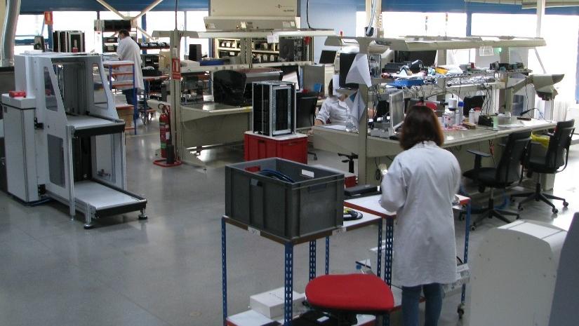 Armazém automático rotativo na área de produç